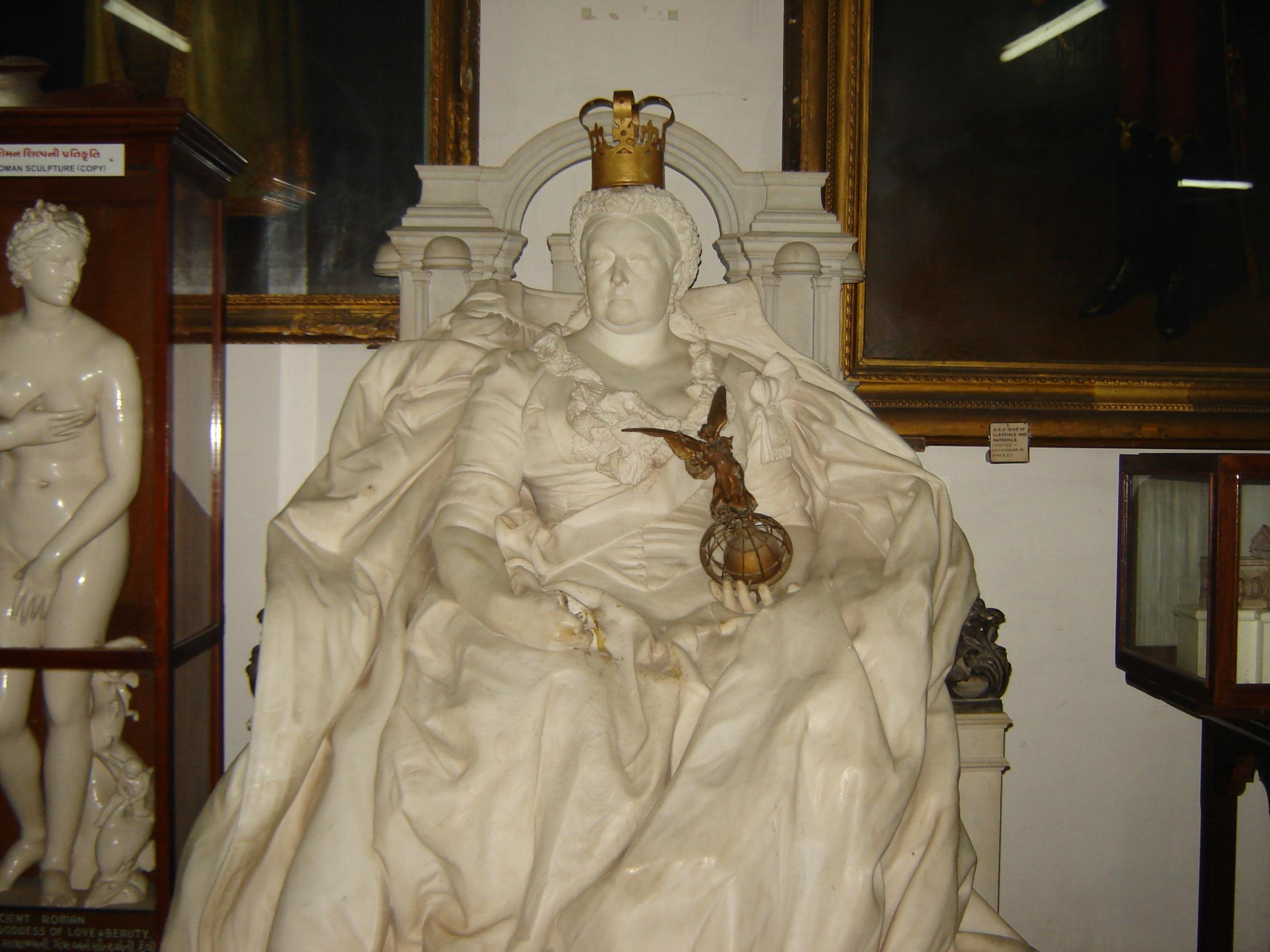 Watson_Museum_Queen_Victoria_Statue