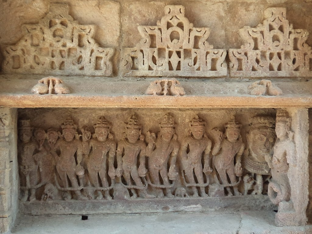 1024px-Sculptures_of_Navagraha_in_Vahu-ni_Vav,_Kaleshwari,_Gujarat,_India