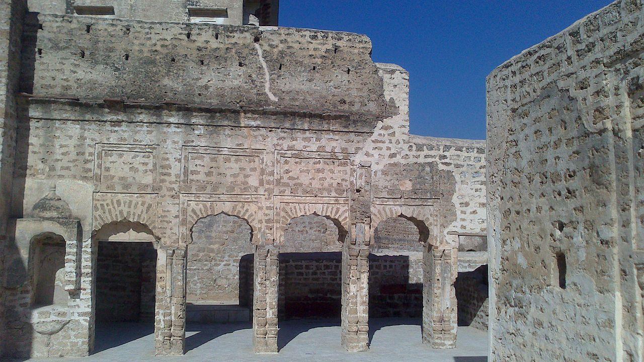 1280px-Satghara_Temple_Patios